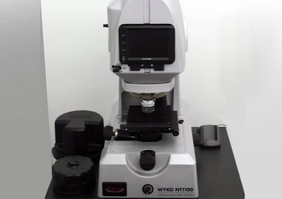 Argi zuriko Wyko NT-1100 interferometroa