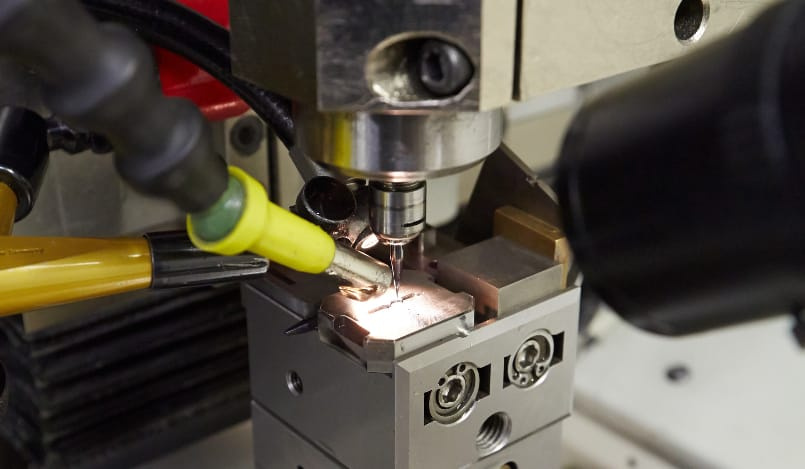 Ultra-precision milling machine
