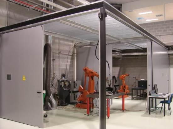 Kargatze bidezko eta laser bidezko soldadurarako gelaxka robotizatua