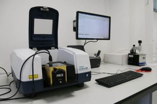 Fourier-en FT/IR-4700LE espektrometro infragorri eraldatua