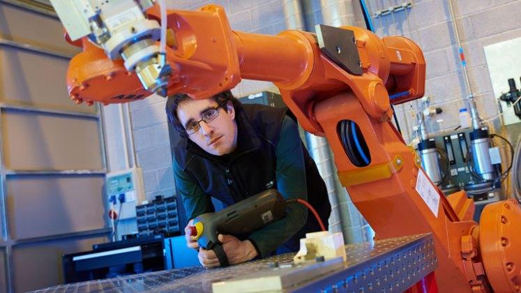 Fabrikazioa, piezak, robotikan bizarra kentzea, laserra, ikusmen artifiziala