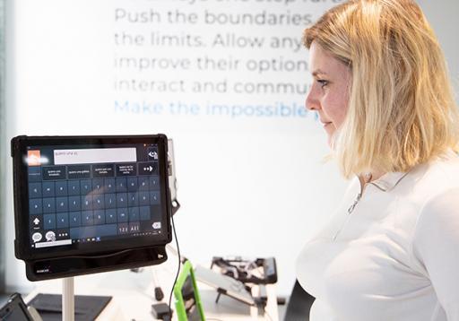 Dispositivo 'eye tracker' para controlar elementos sin contacto